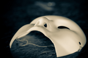 Live life to the fullest by overcoming fear: take off your mask!